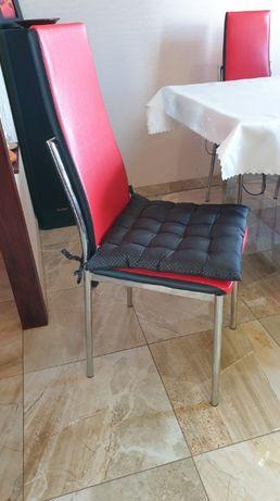 Sprzedam 6 krzeseł. Krzesła czerwone. Jak nowe.