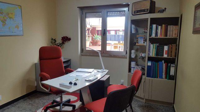 Aluga-se escritório em Massamá