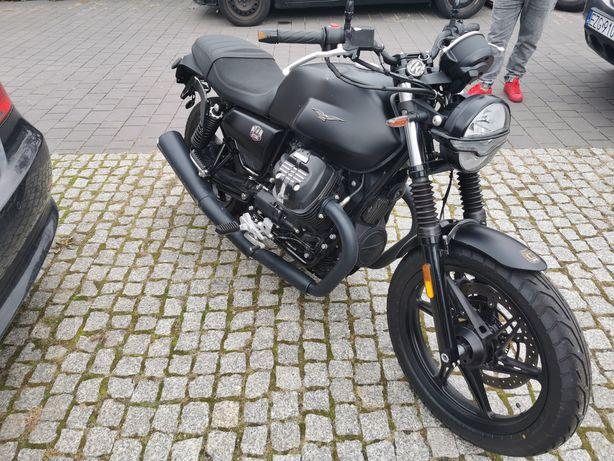 Moto Guzzi V7 Stone 2021r