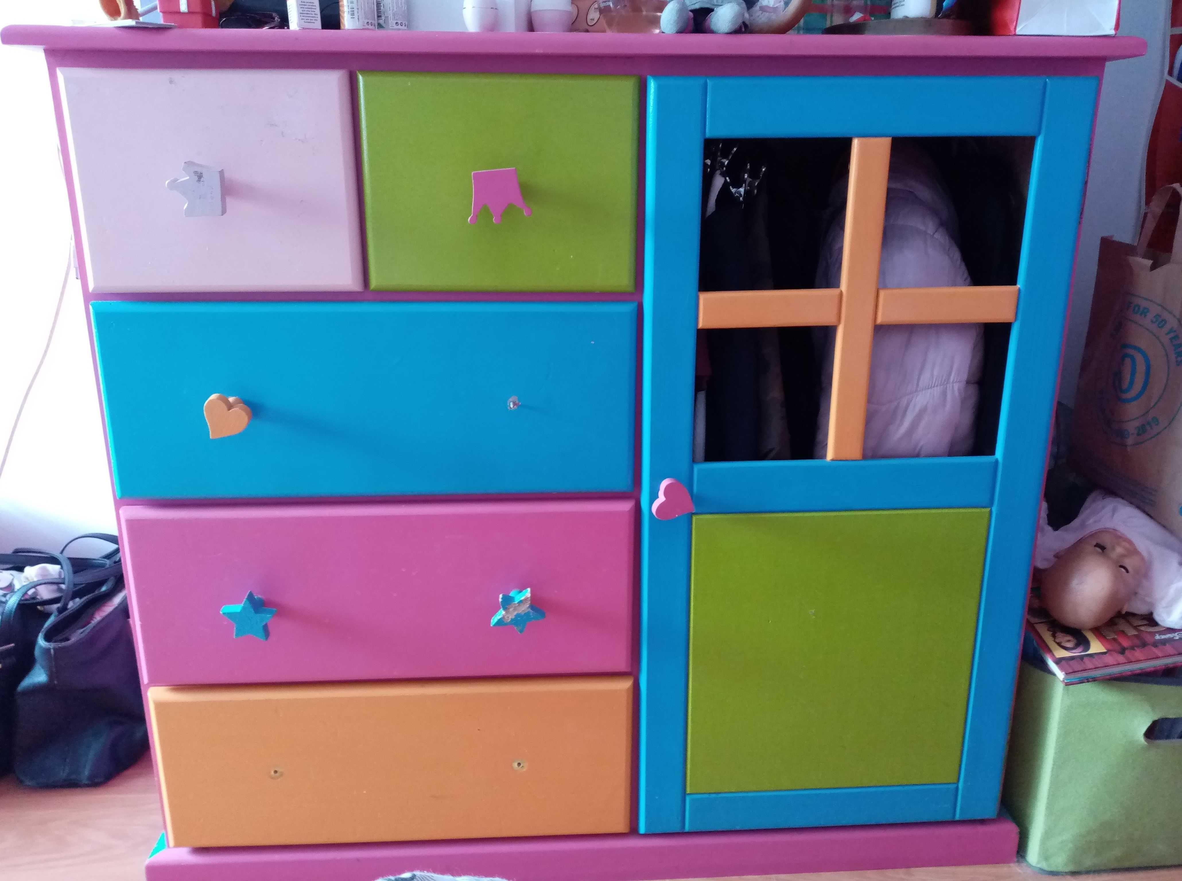 armário cómoda colorido