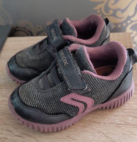 кроссовки geox 21 , тапочки 20 р., ботиночки geox 19 р. для девочки