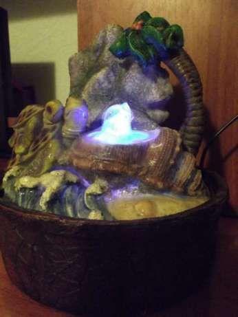 Домашний декоративный фонтан с шаром и подсветкой