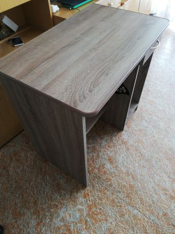 Małe biurko szkolne