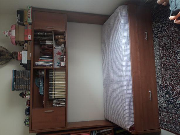 Estúdio cama como novo. Secretaria impecável.