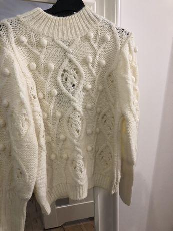 Miesisty cieply sweterek