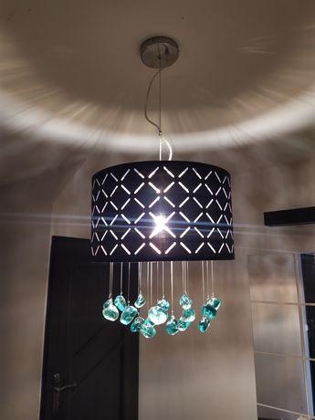 Lampa sufitowa z szklanymi kamieniami