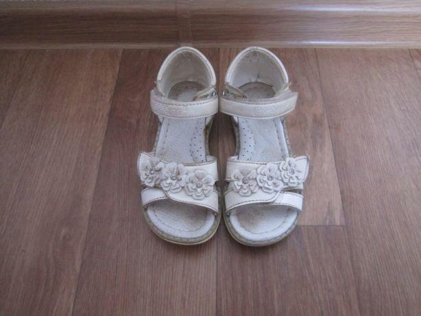 Сандалии кожаные на девочку, Clibee Румыния размер 28