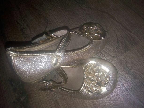 Туфельки для принцесс золотые