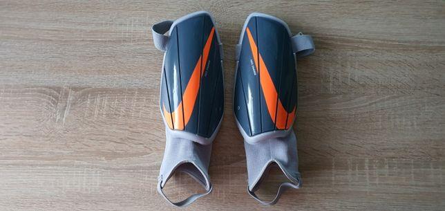 Ochraniacze pilkarskie Nike jak nowe 150-160 cm wzrostu