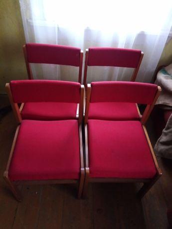 Sprzedam 8krzeseł [dwa podobne komplety] stół gratis