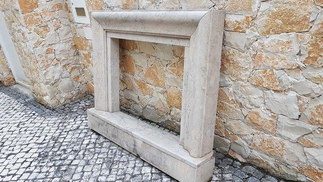 Moldura para lareira/recuperador, em pedra maciça