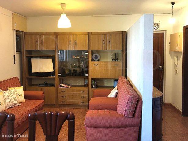 Alfragide - Apartamento T3 Para Remodelação
