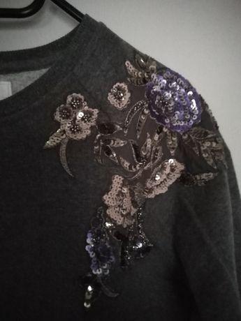 Szara bluza z cekinowym haftem firmy Promod