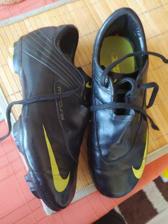 Korki korkotrampki buty sportowe piłkarskie Nike rozm 35
