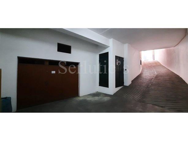 Garagem com 153m2 no centro de Santarém