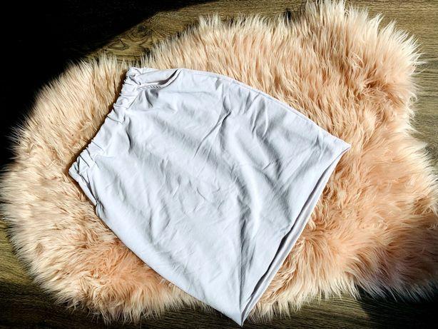 Biała dresowa spódnica przed kolano