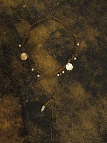 colar castanho com varios pendentes