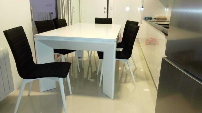 Mesa branca + 6 cadeiras