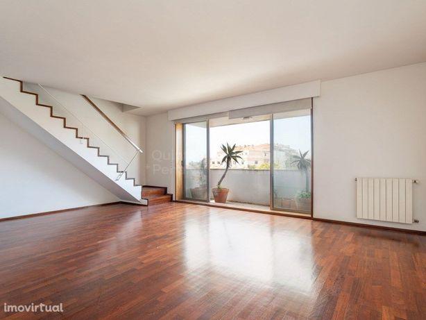 Apartamento T3 duplex para arrendamento em Aldoar, Porto