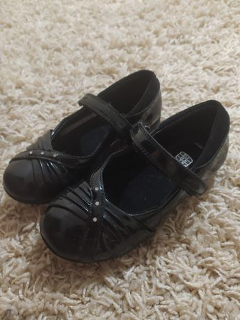 Туфли на девочку в идеале 26 р