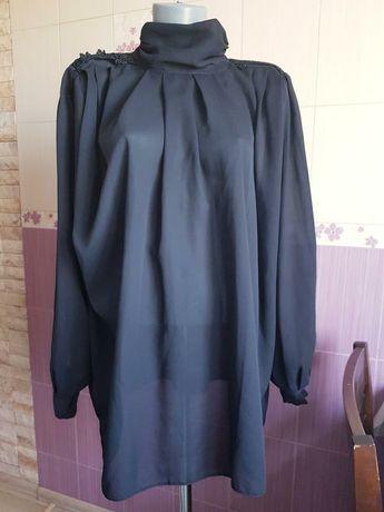 Черная стильная немецкая блуза с горловиной и драпировкой