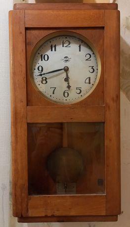 Деревянные старые настеные часы