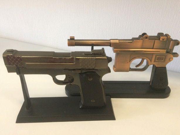 Зажигалка сувенир Пистолет металлический на подставке подарок