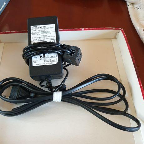 Adapter,zasilacz i kable.