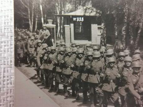Wehrmacht niemiecka dywizja 333 z Kostrzynia - Pocztówka. Agfa - Antyk