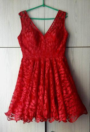 Czerwona koronkowa sukienka wesele komunia Chi Chi London lato impreza