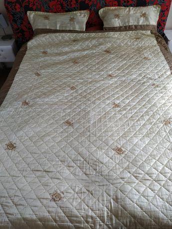 Narzuta na łóżko komplet z poduszkami 200x220