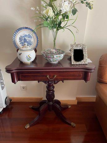 Mesa de jogo em madeira mogno, nova em perfeito estado