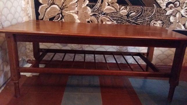 Продам деревянный журнальный стол