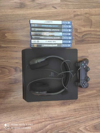 PlayStation 4 z 7 grami i oryginalnymi słuchawkami