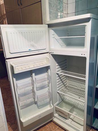 Продается 2х камерный холодильник