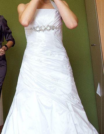 Biała suknia ślubna z kamieniami Swarovskiego