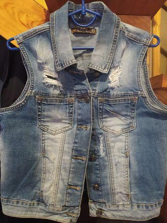 Продам джинсовую жилетку