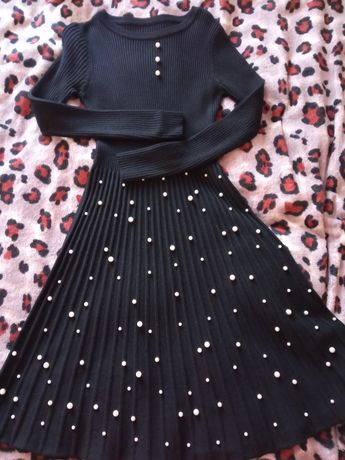 Платье тёплое с жемчужинами