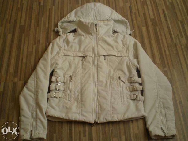 Biała kurtka na polarze r.M