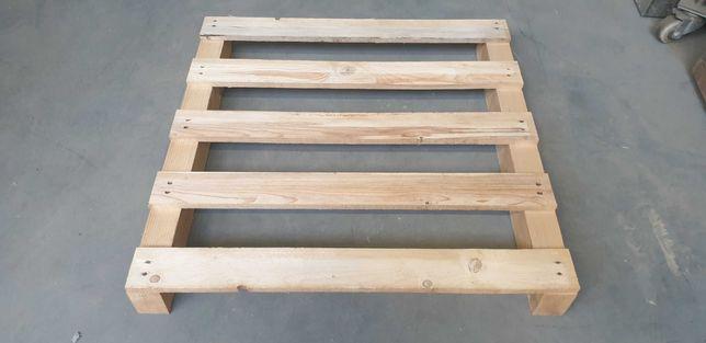 Palety Drewniane 85x85 - długie drewniane belki