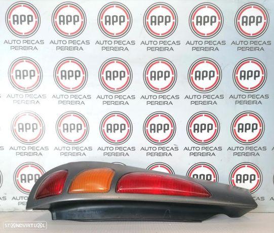 Farolim traseiro esquerdo e direito Fiat Marea de 1997, completo com suporte de lâmpadas.