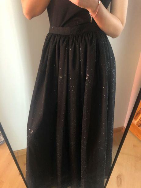 Czarna długa spódnica na studniówkę