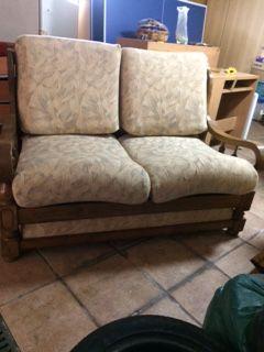 Sofá cama com armação de madeira
