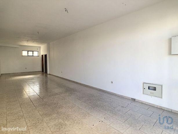 Loja - 60 m²