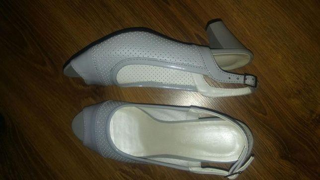 Szare sandały słupek 40