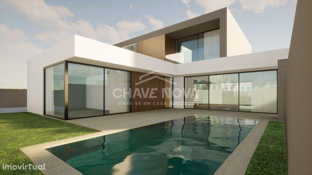 Moradia V3 NOVA, com piscina - Praia da Madalena