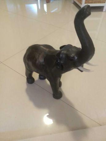 Figura słonia z trąba do góry