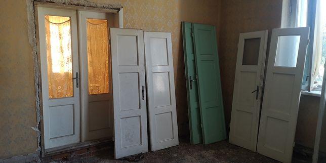 Drzwi stare drewniane wewnętrzne retro prl
