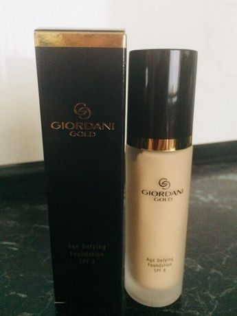 Тональная основа Giordani Gold Oriflame