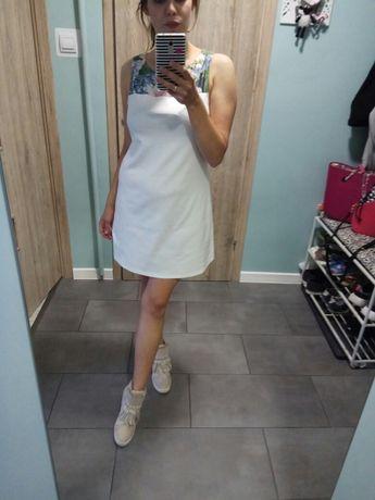 Sukienka biała trapezowa kwiaty Mohito M